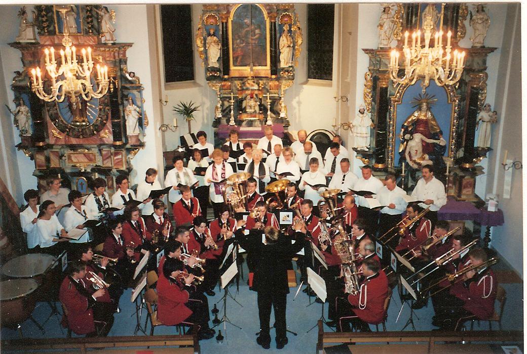 2001: Adventskonzert mit dem Kirchenchor in der Pfarrkirche