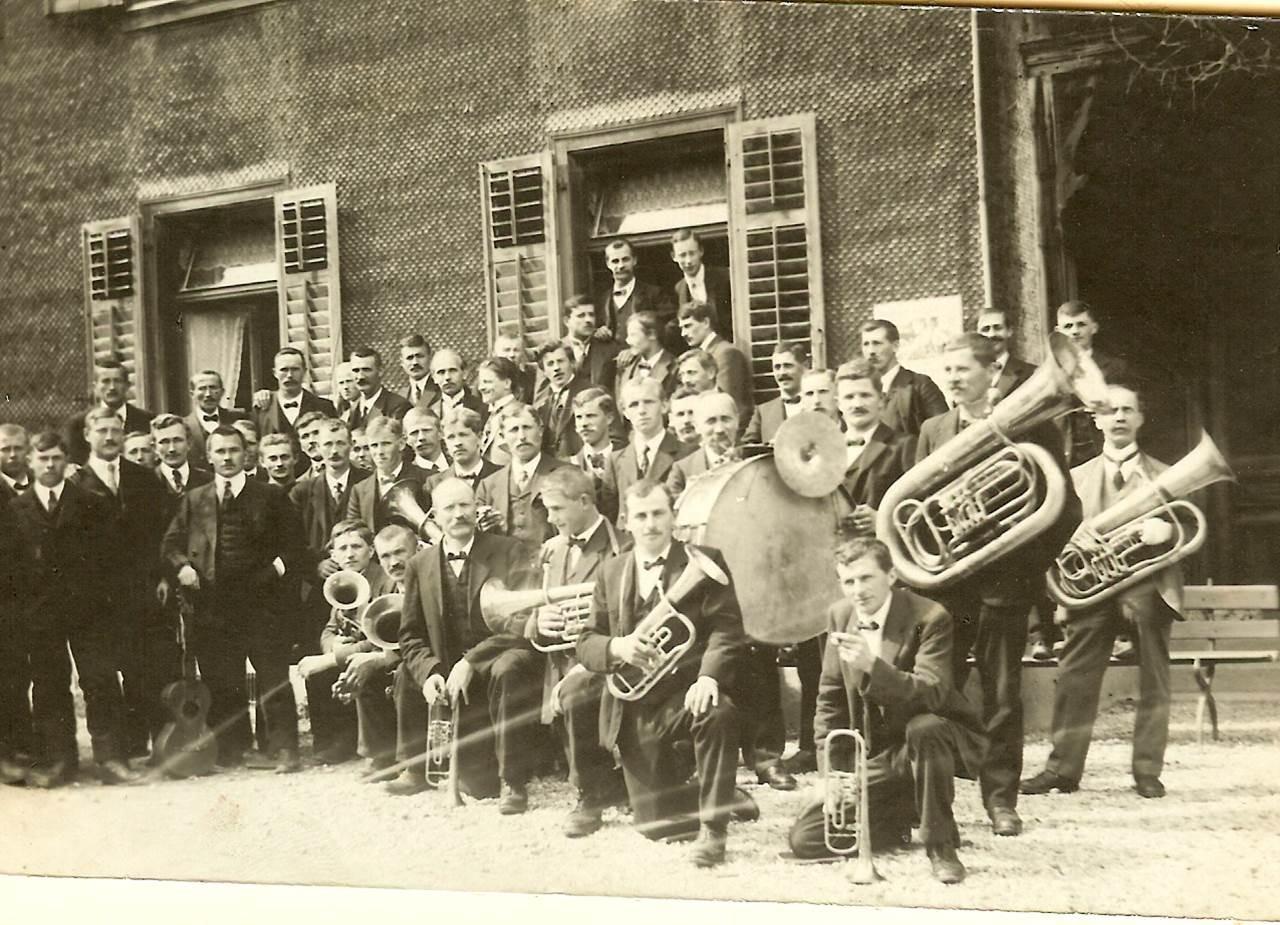 1930: Vor dem Hotel Kreuz