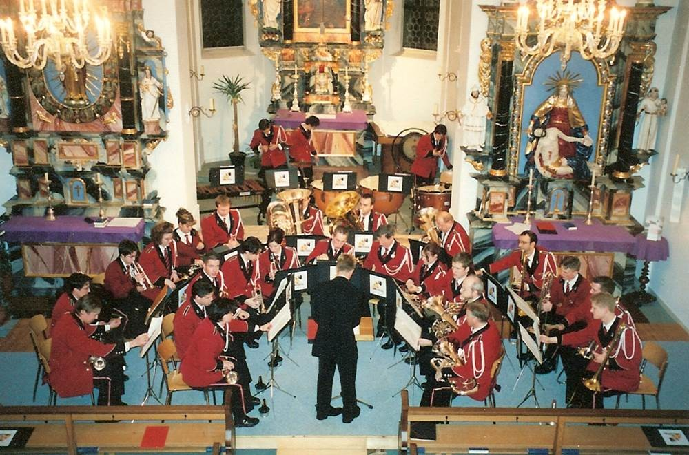 2001: Adventskonzert in der Pfarrkirche; Direktion Seppi Wicki