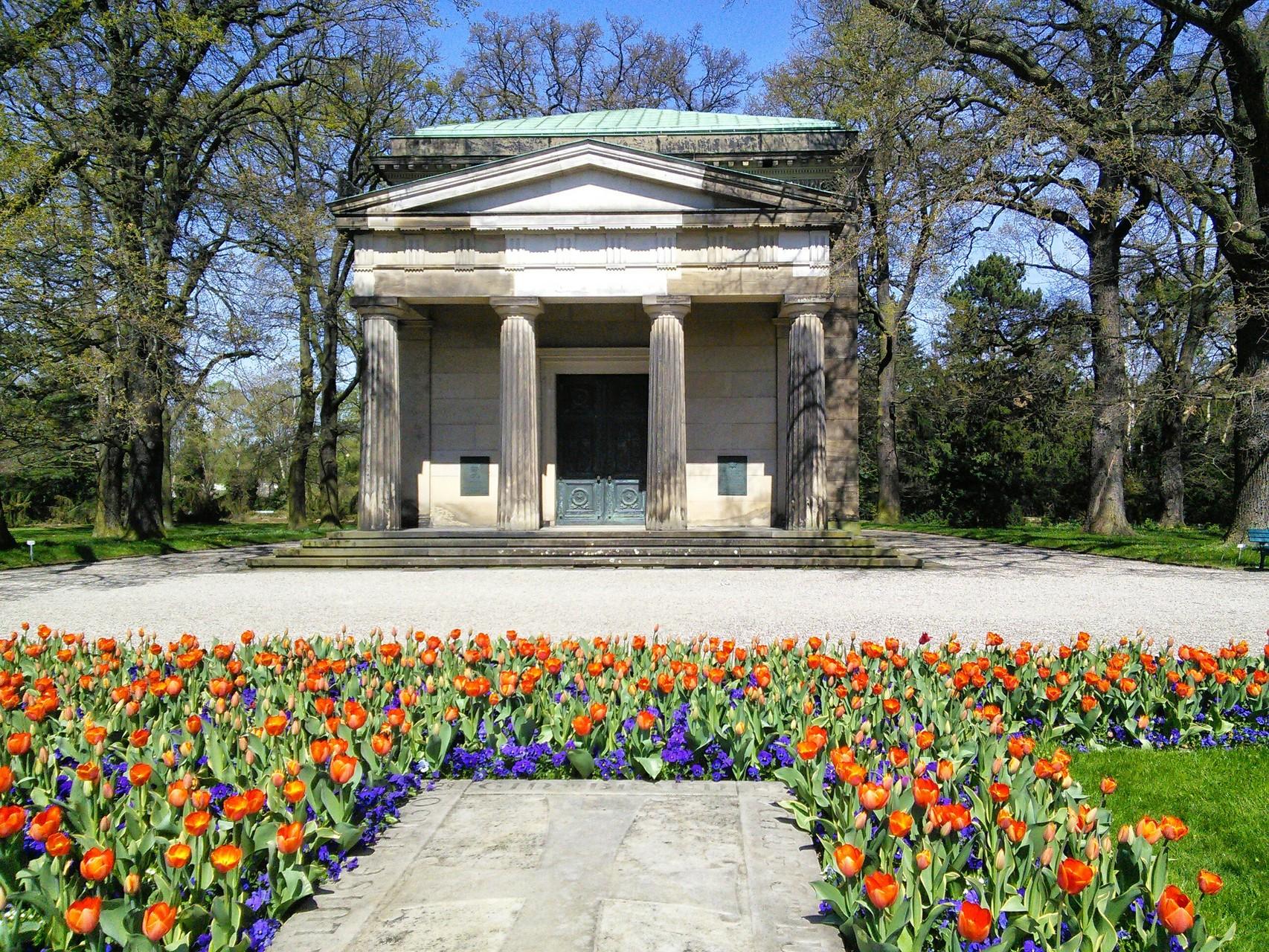 Mausoleum im Berggarten