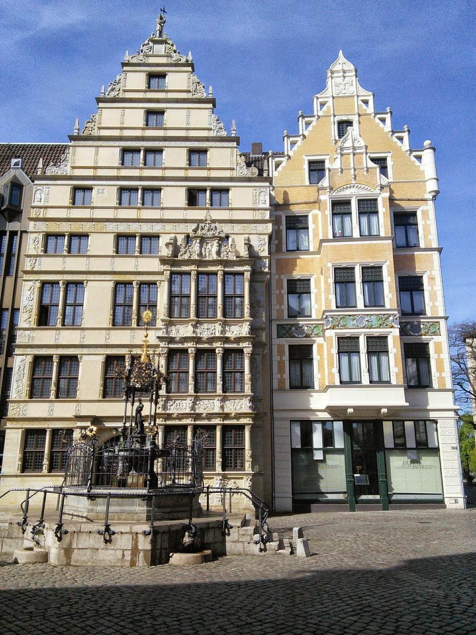 Holzmarktbrunnen vor dem Leibnitzhaus Hannover