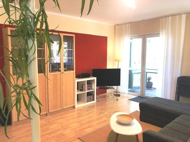 Blick ins Wohnzimmer der Ferienwohnung am Golfplatz Wandlitz Prenden