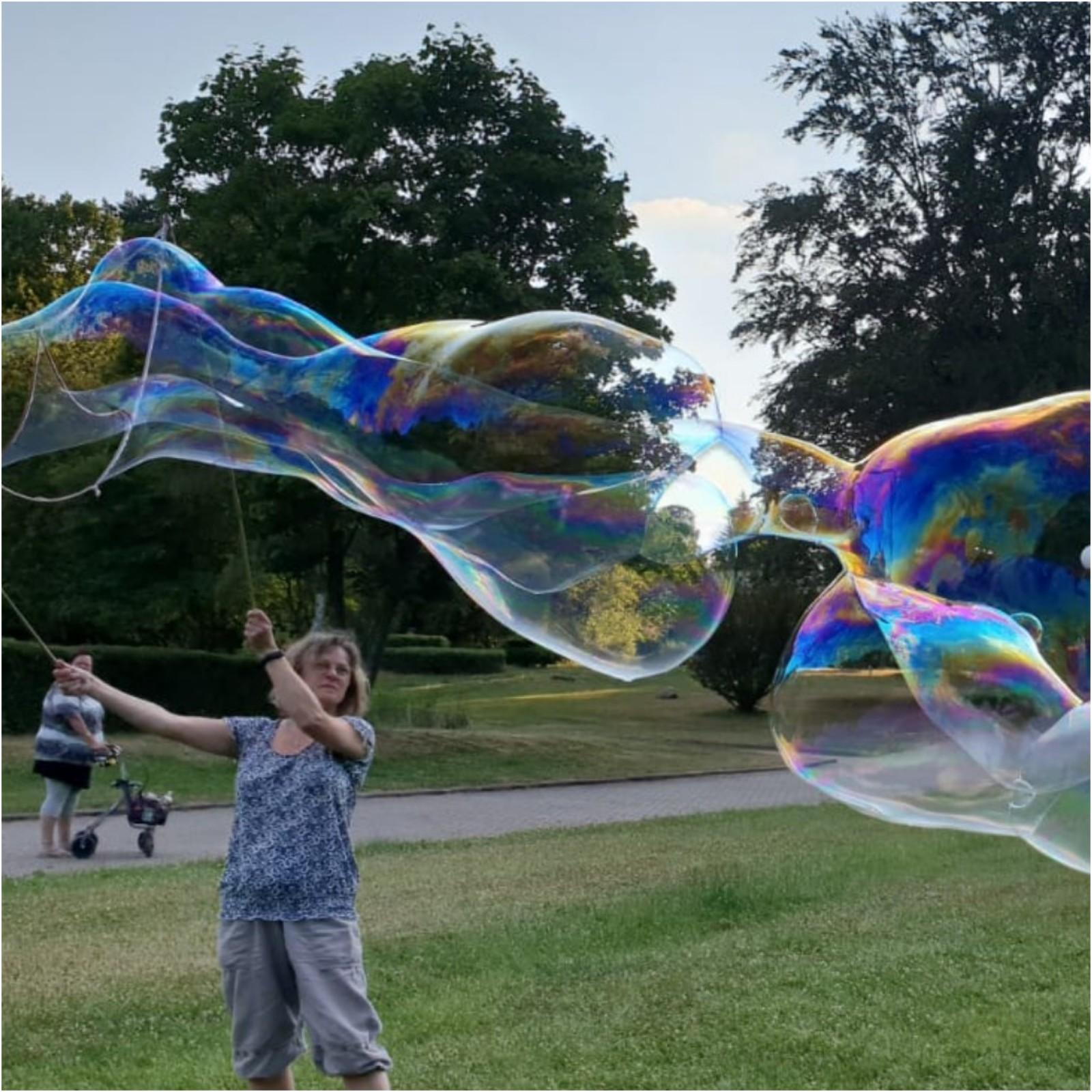 Bild Riesen Seifenblasen mit Eva