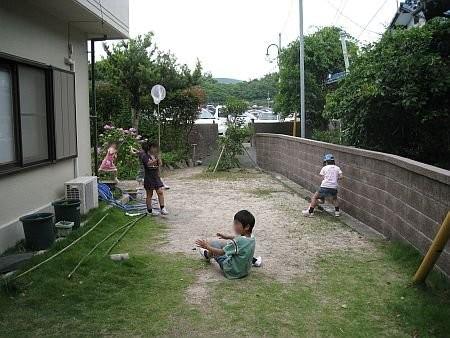 子どもの遊び場になっている我が家の庭