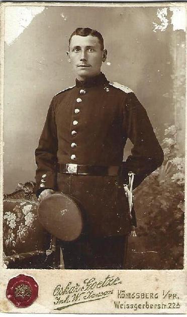 Opa Karl Thiel mit ca. 25 Jahren, um 1914 vor seiner Verwundung. Aus dem Nachlass seiner Schwester Auguste. Eingereicht von Wolfgang Kalkau.