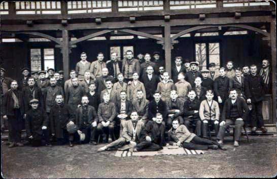 3. R. v.u., 3 v. l. Opa Karl. Das Foto soll auf einem Betriebsausflug entstanden sein, ca. 1920er Jahre