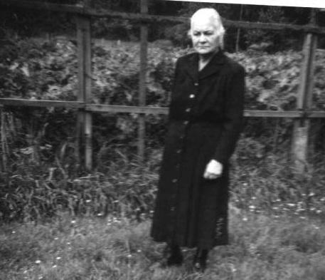 Minna Priess, geborene Matz*um 1892 in Packerau/Tharau. Auf dem Photo um 1960 Norddeutschland