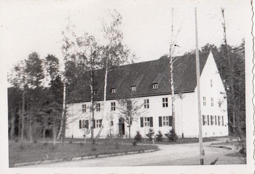 Zentrale? Wer kann Auskunft über dieses Gebäude in Jesau-Fliegerhorst geben?