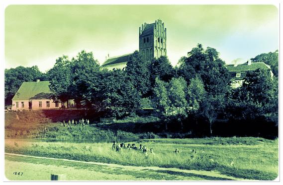 Blick auf Pfarrhaus, Kirche und Gutshaus