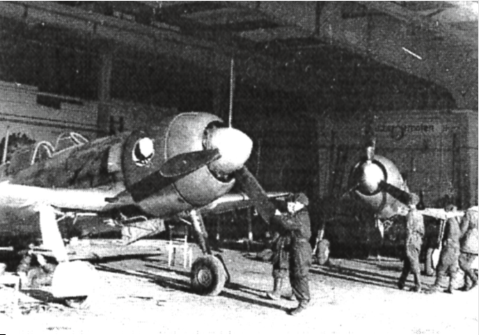 flugzeuge im Hangar