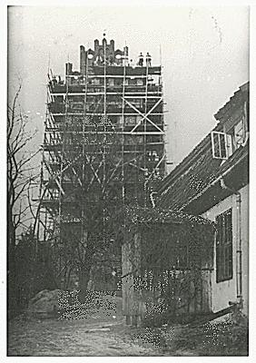 Turm mit Gerüst