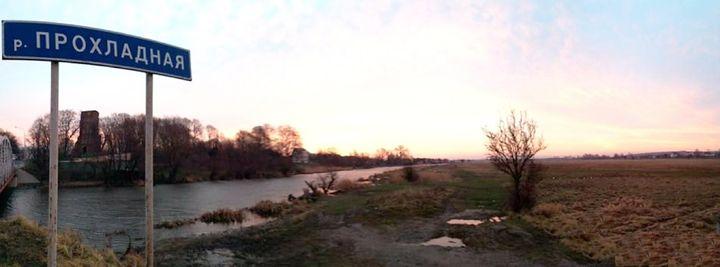Frisching Mündung bei Vladimirov, ehemals Tharau. Im Hintergrund die Tharauer Kirche. Photo: Genwiki