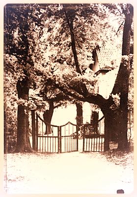 Portal vom Gutspark zum Gutshaus führend. Wie in der Zeichnung von Thiel vermerkt.