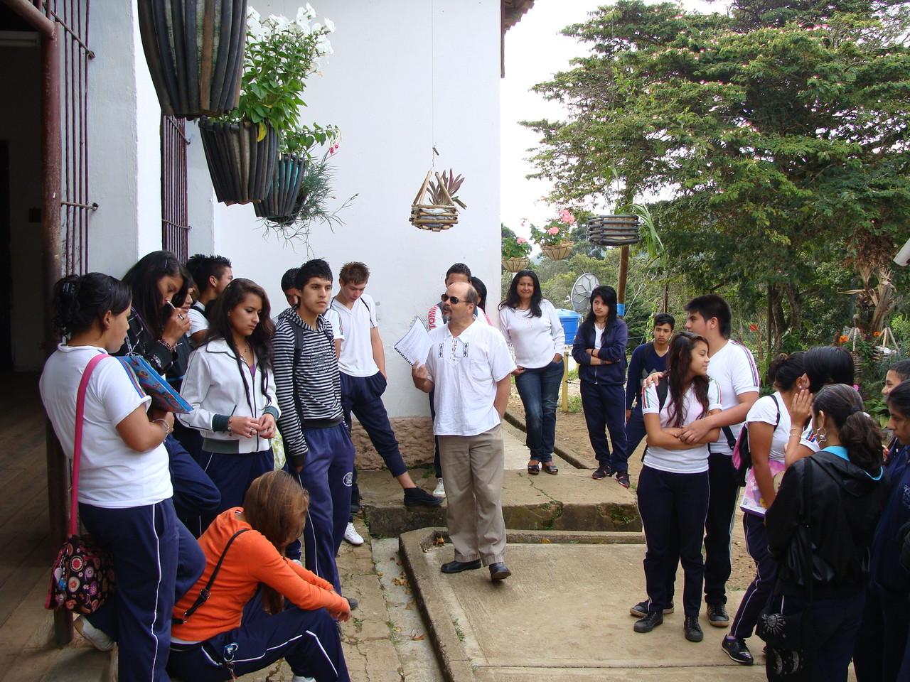 Compartiendo conocimiento con los jovenes