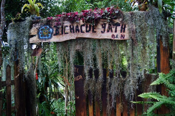 Portón de Ingreso a Bichacue Yath Arte y Naturaleza