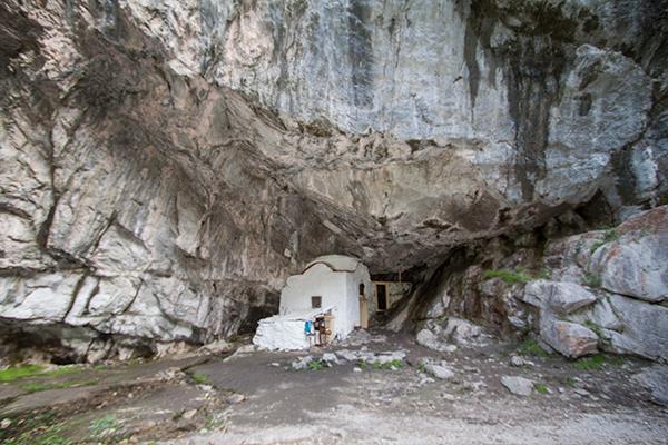 holy cave dionysos