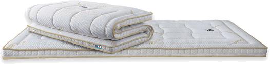 たたんで収納できるから、お布団として1枚で使えるマニフレックス、マニコスモ!三つ折りにできてたたんで収納も可能なコンパクトな仕様です。 お手持ちのマットレスの上に置くだけでマニフレックスのラグジュアリーな寝心地 を実現します。