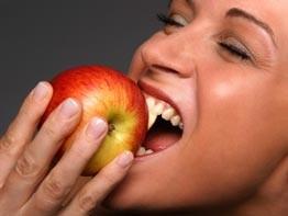 Wenn ein Zahn eine Wurzelbehandlung braucht, aber schon locker ist, wird er oft gezogen.