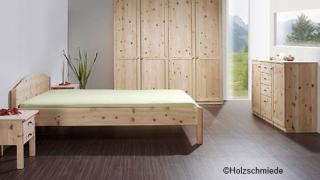 Schlafzimmer Zirbe mit Massivholzbett Diagonis