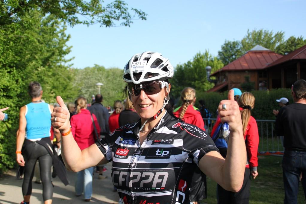 """Anita vor dem """"Radrennen"""""""
