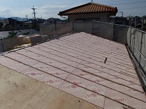 屋根葺き替えの際は断熱化も検討を