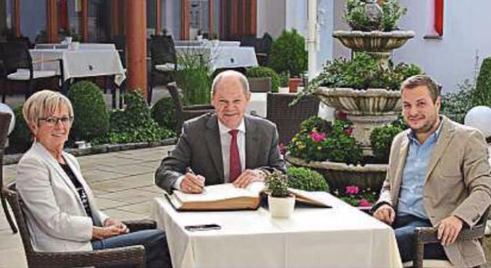 Hamburgs Oberbürgermeister Olaf Scholz zu Besuch in Kaikenried