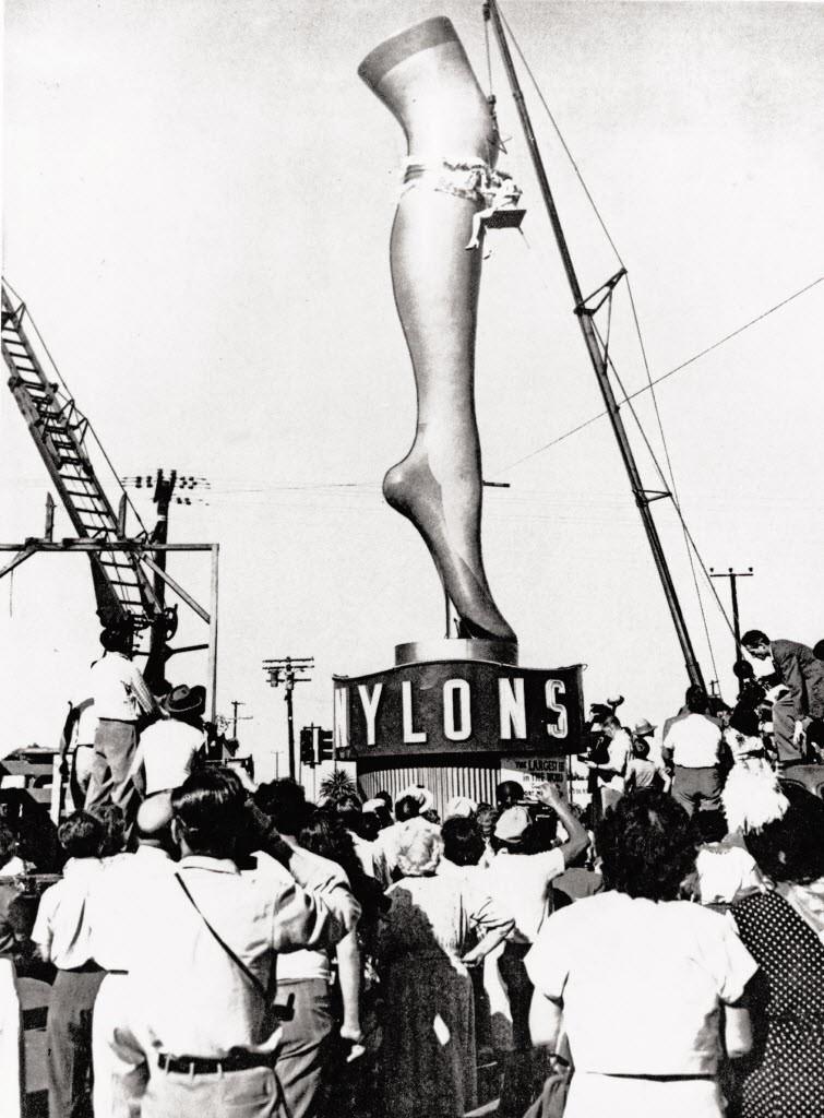 ejemplo publicidad de NYLON, que responde a los estereotipos publicitarios d la época. Uso sólo descriptivo de los orígenes d la marca