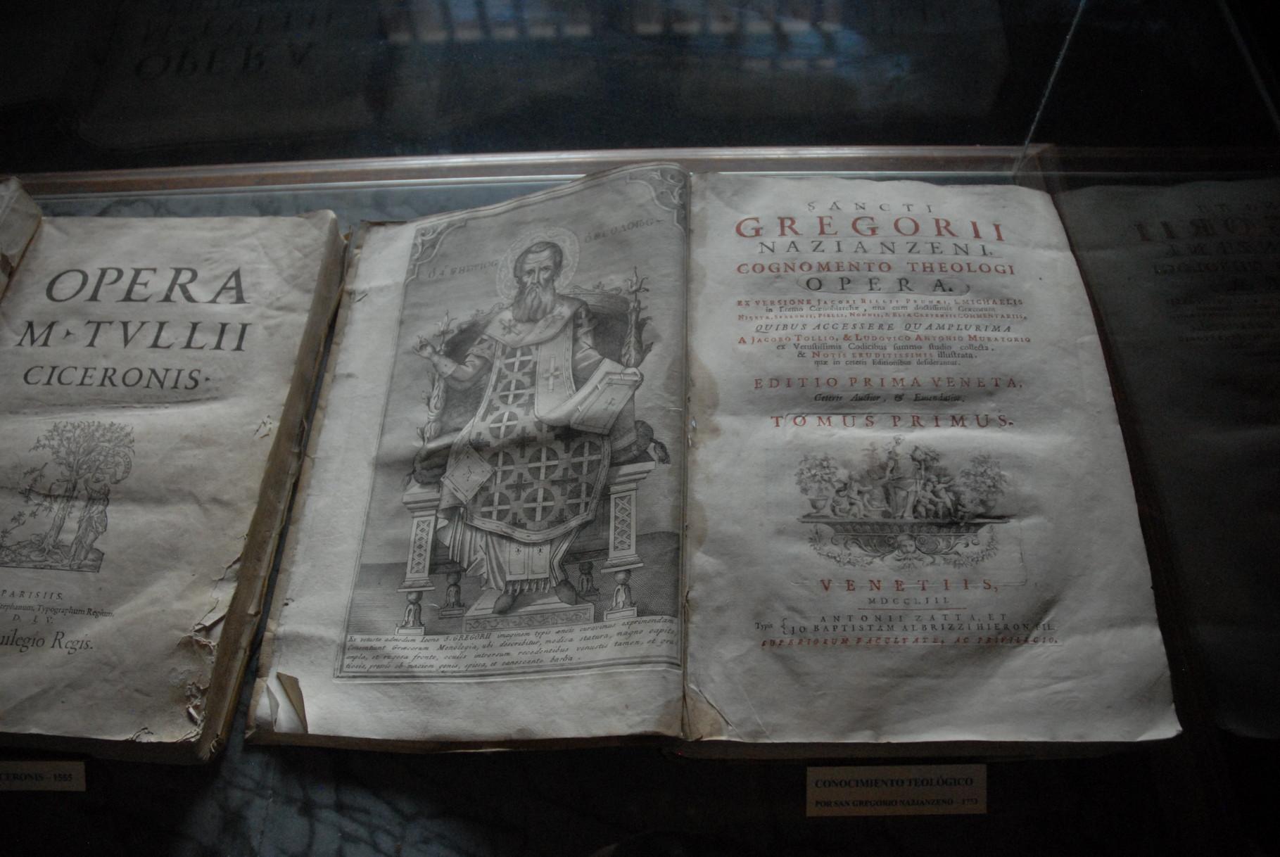 Gut über 500 Jahre alte Bücher