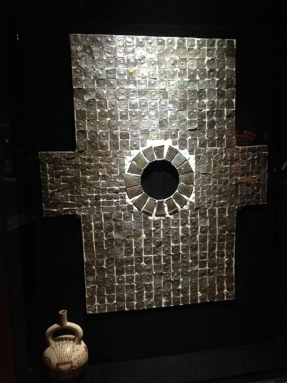 Silberhemd aus der Chimú-Kultur