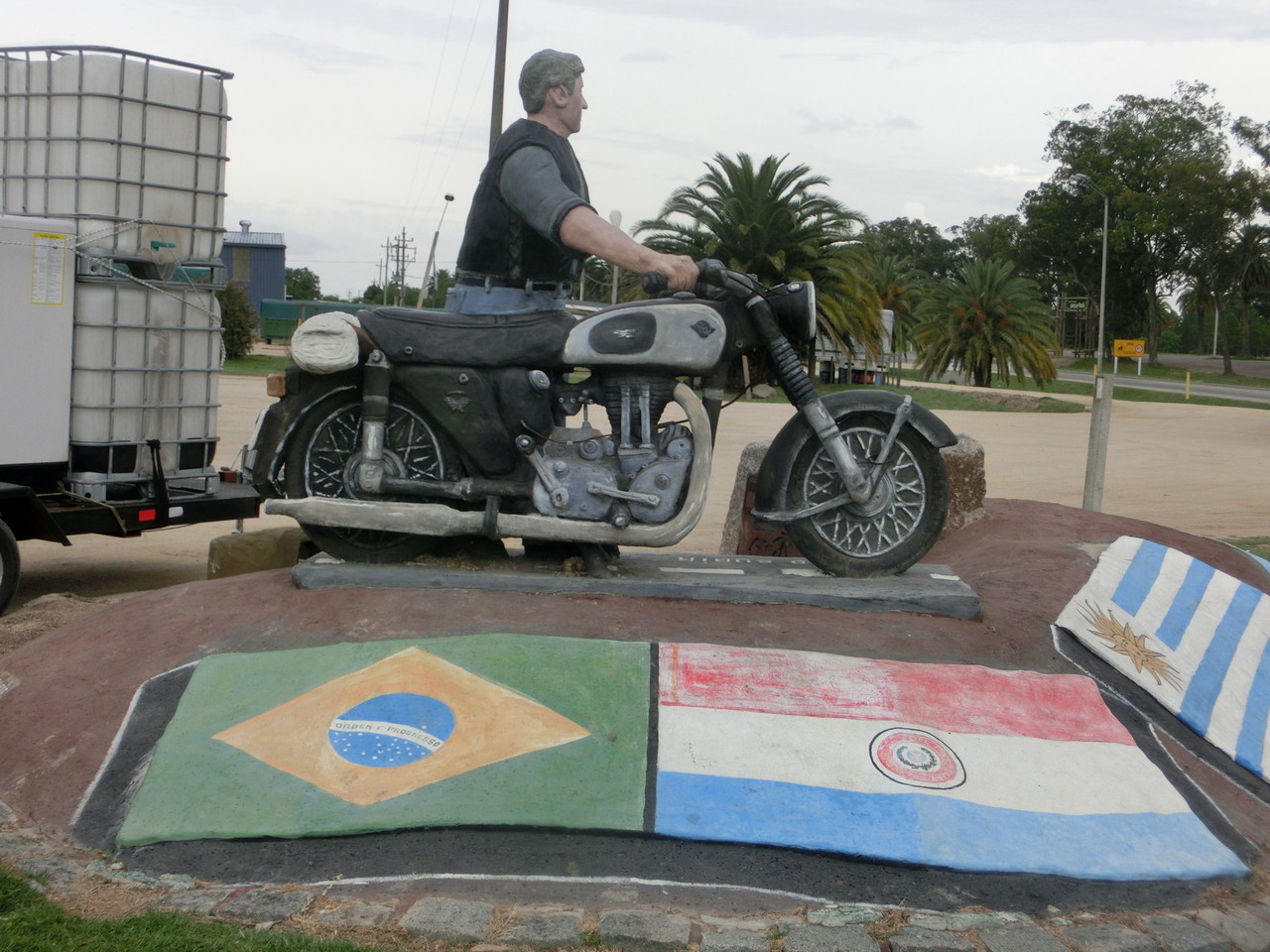 Ein Motorrad aus Stein