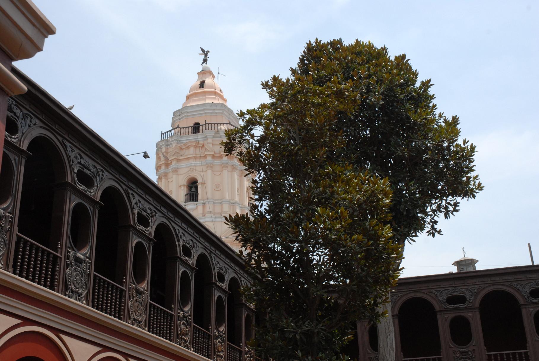 Der Glockenturm von Santo Domingo