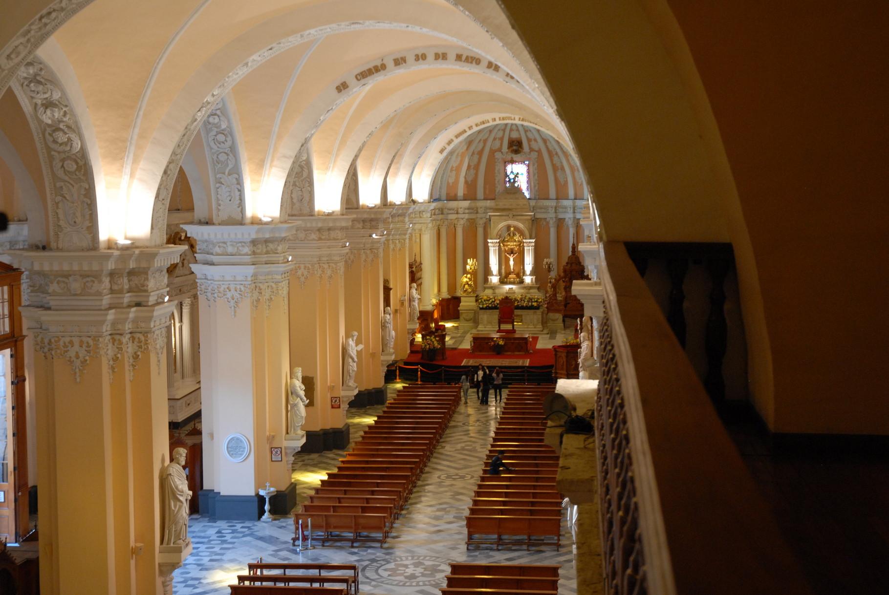 Das Kirchenschiff von der Orgeloberseite aus gesehen