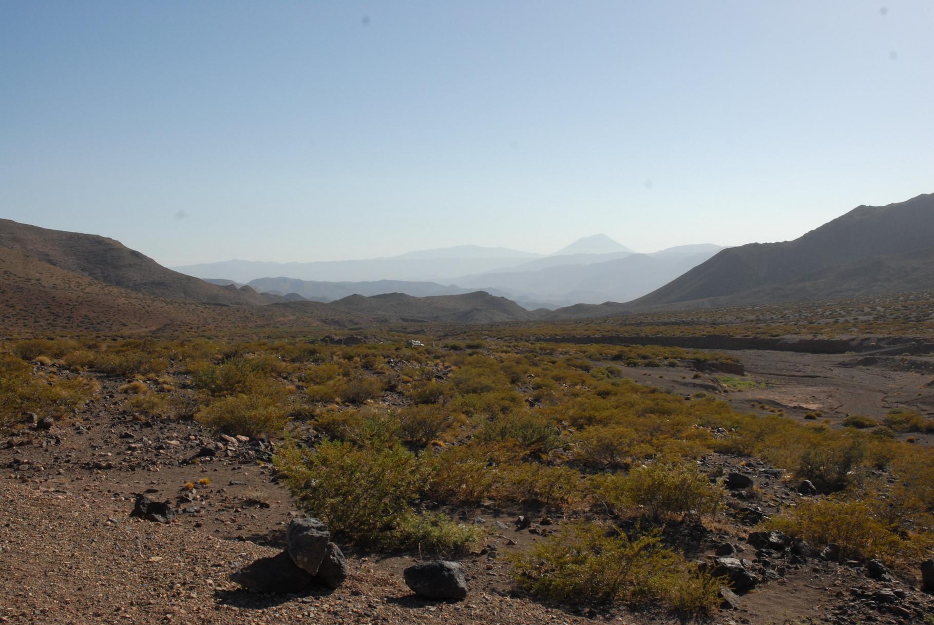 Blick bei El Yampal auf den Cerro Payún