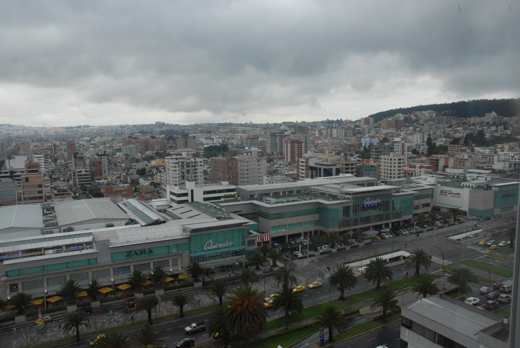 Blick aus unserer vorübergehenden Heimat in den Norden von Quito