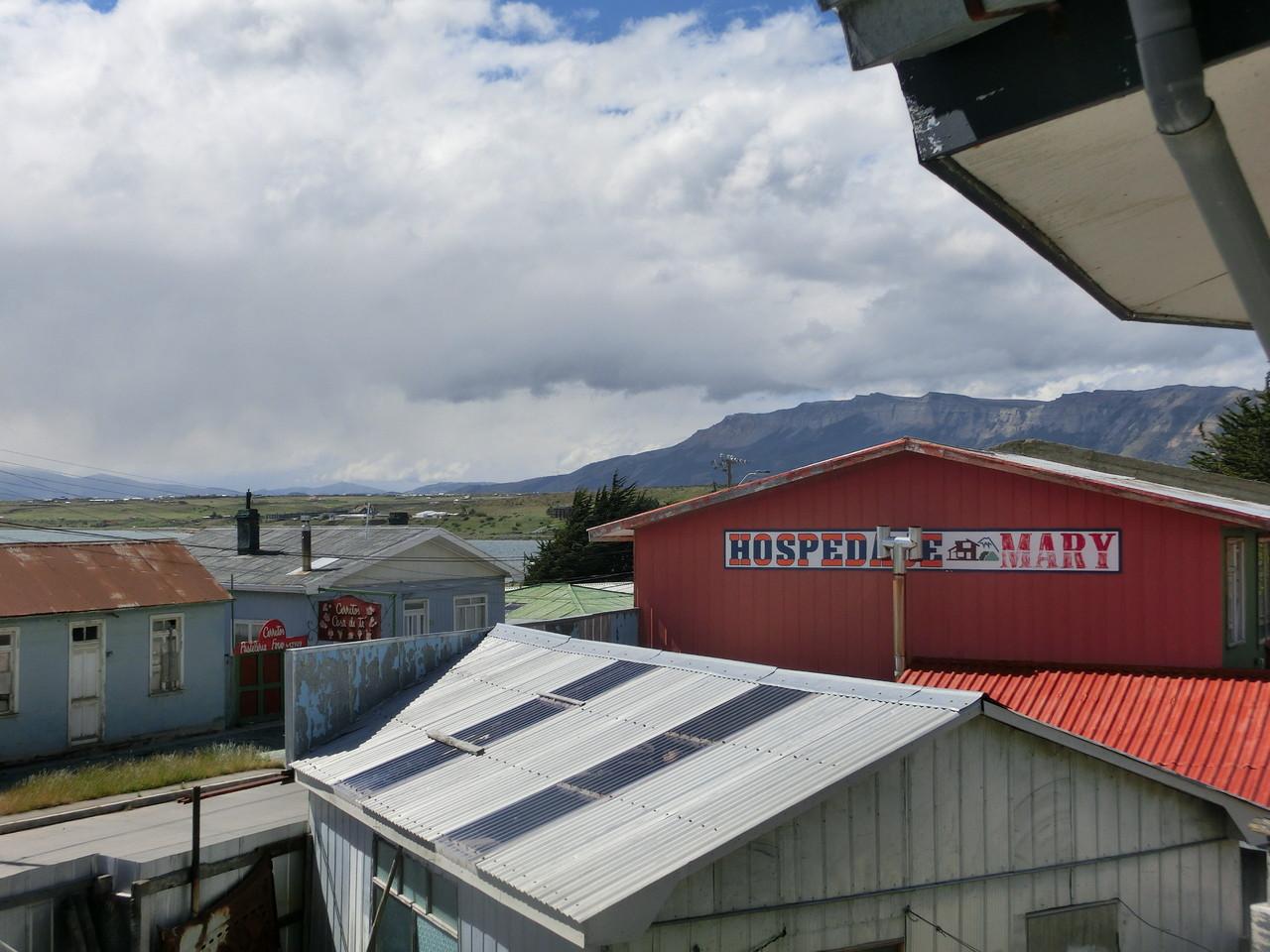 Gleich hinter Puerto Natales gehen die Berge los