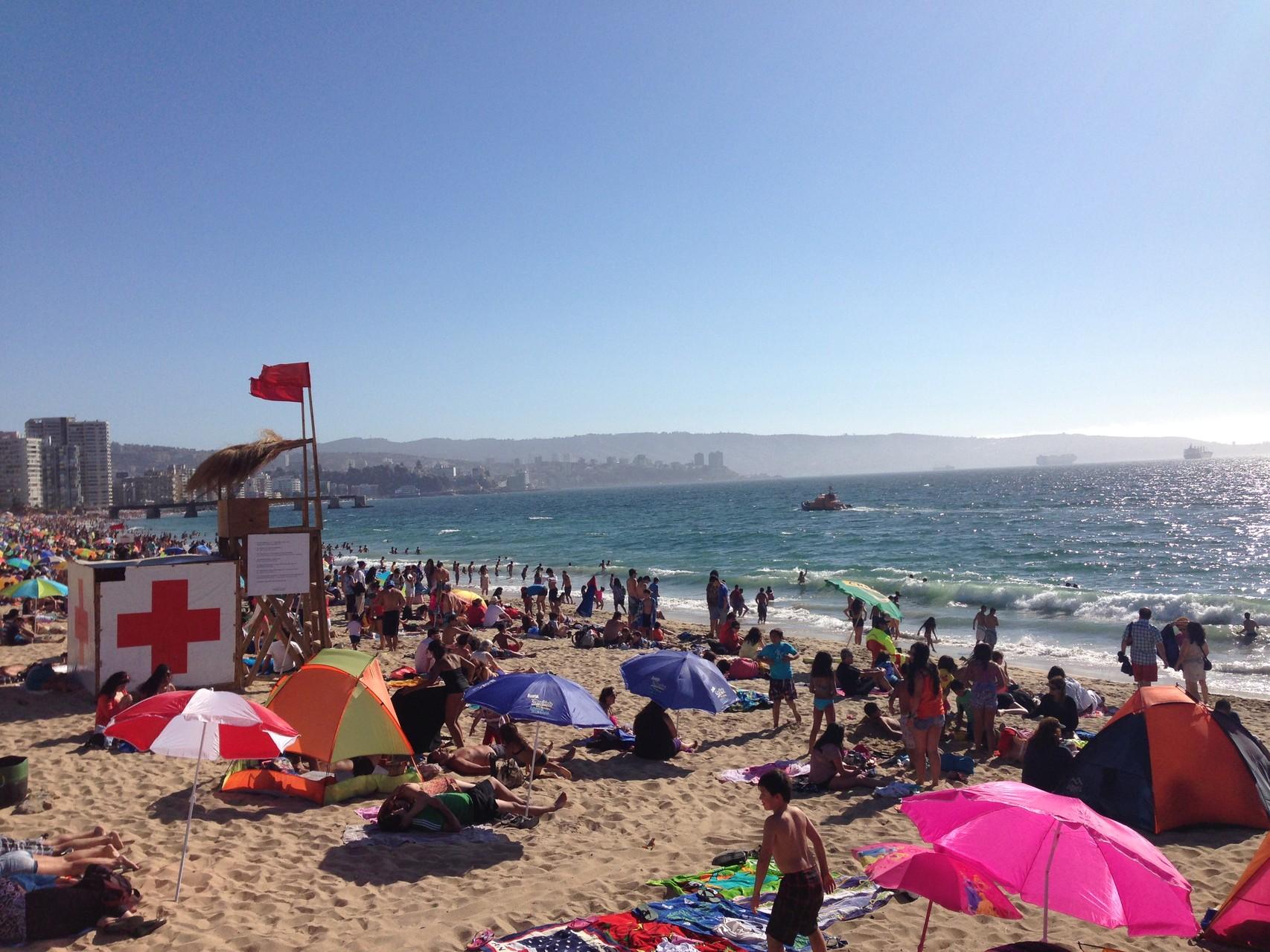 Sonne, Wellen, einsamer Strand ...