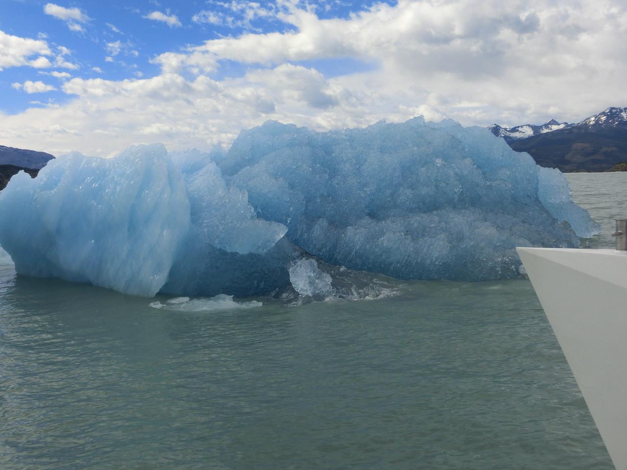Eisbergchen mitten im Wasser