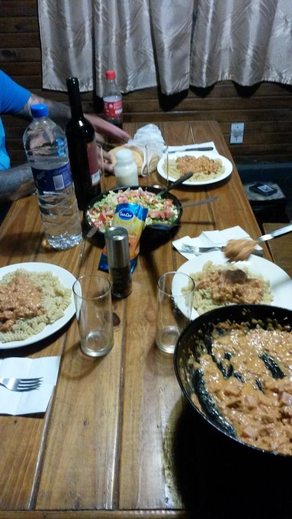 Das Abendessen in unserer bescheidenen Hütte