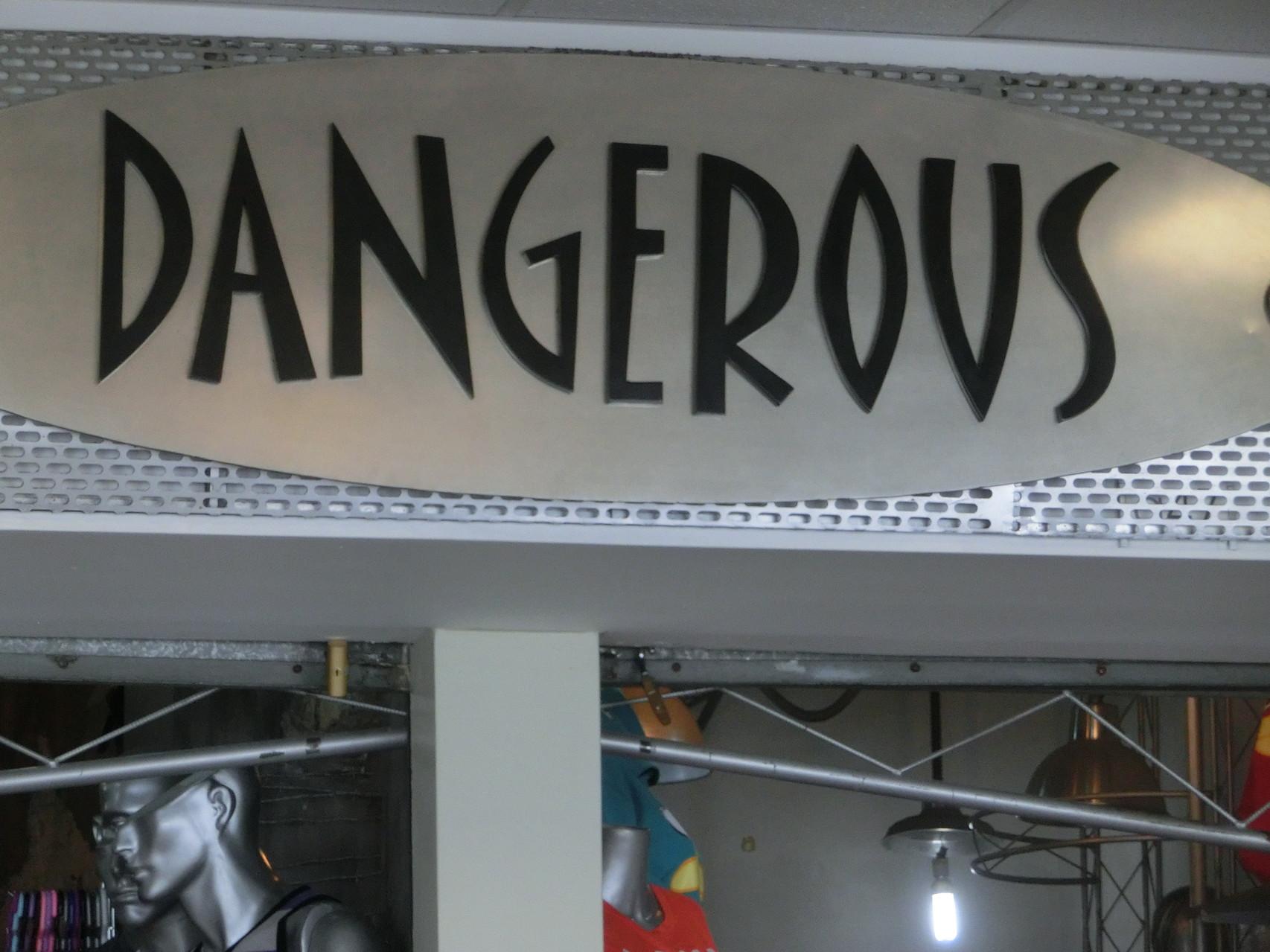 In diesem Laden zu arbeiten scheint gefährlich zu sein ...
