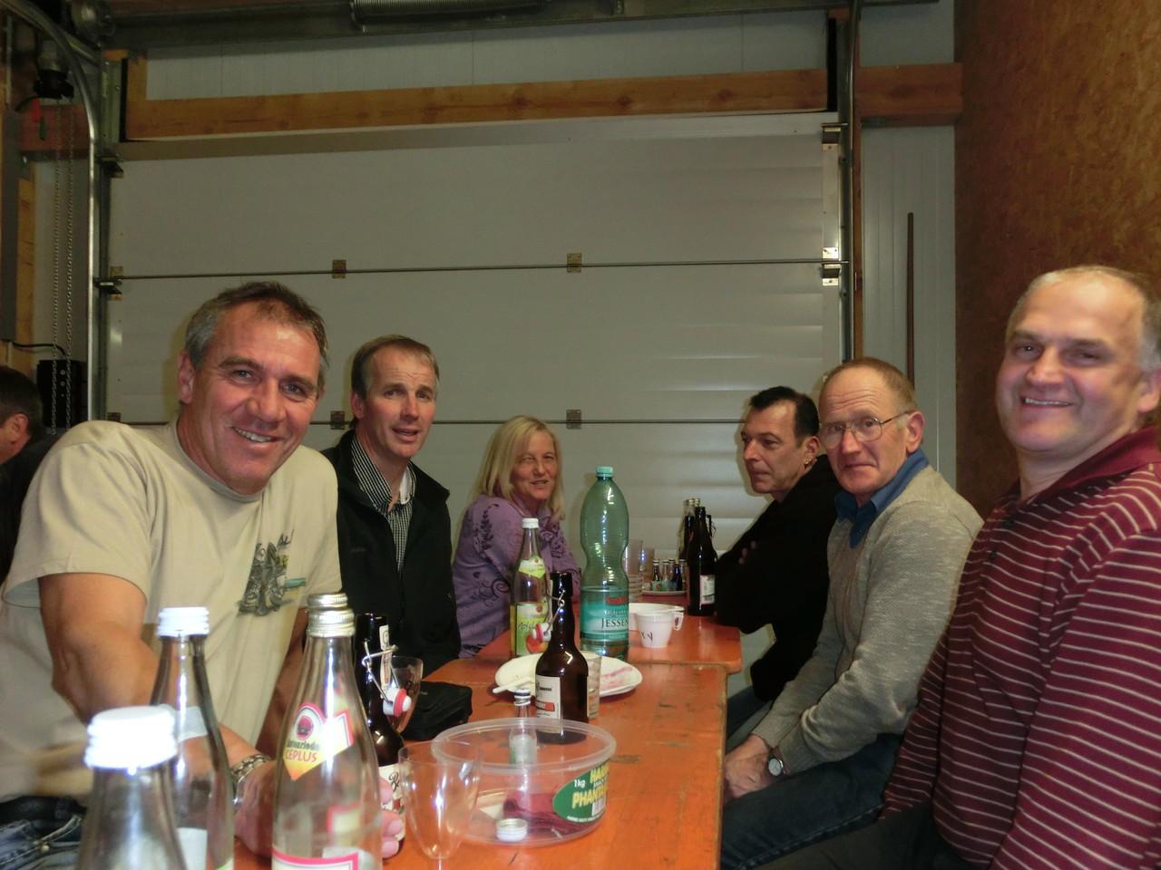 ... aber auch Uwe, Susi, Tommy, Henry und Josef hatten gutes Sitzfleisch