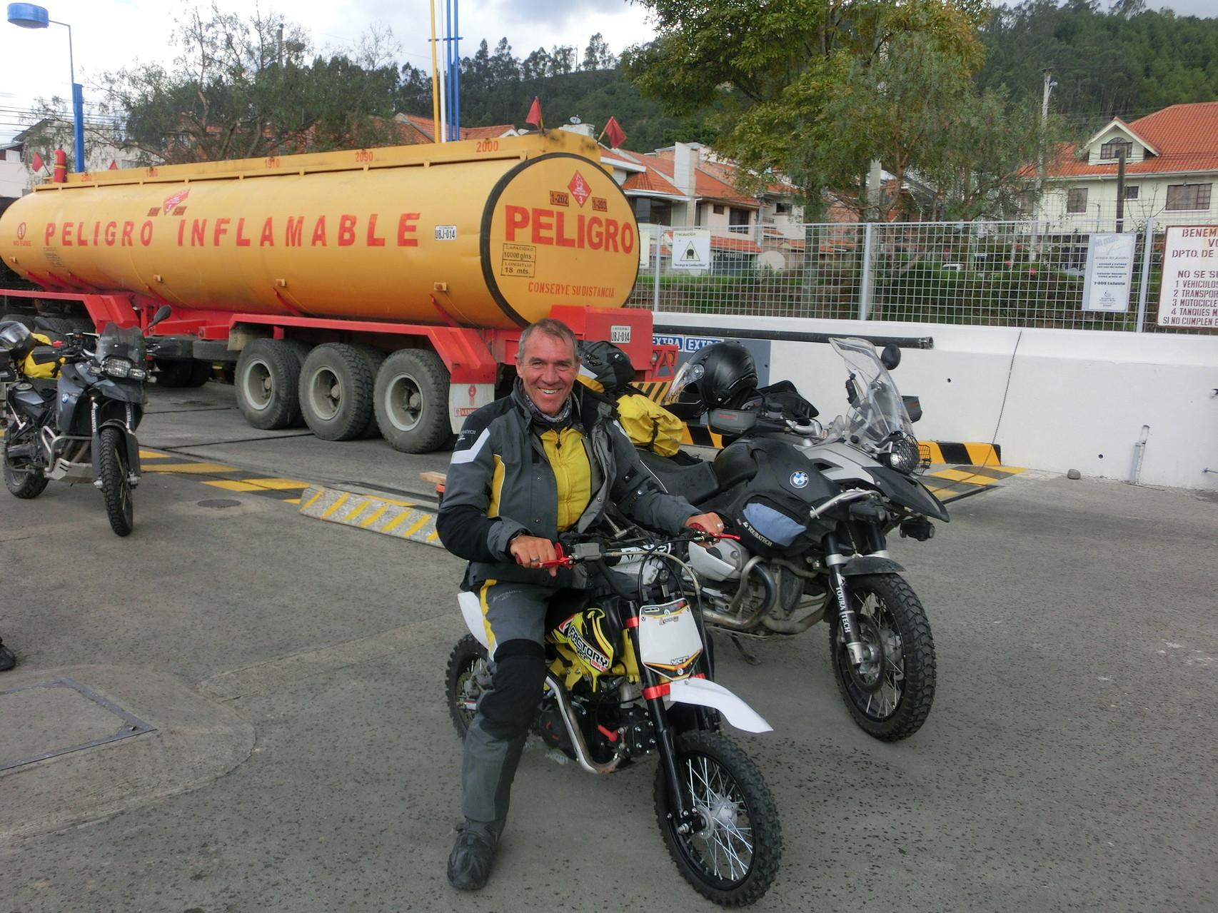 chiquitita y grande Moto