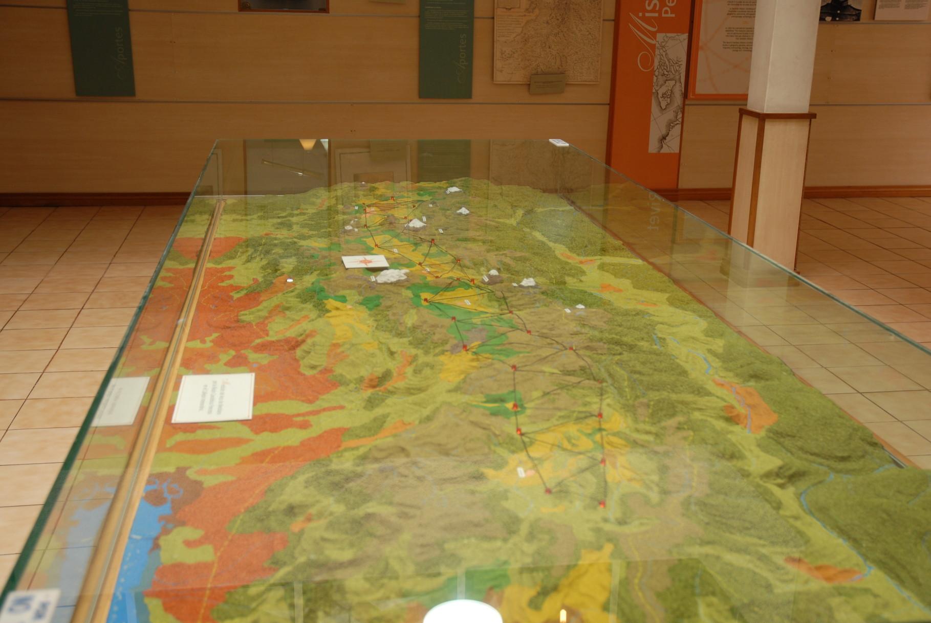 Eine schöne Reliefkarte mit der Umgebung von Quito hinab bis Peru