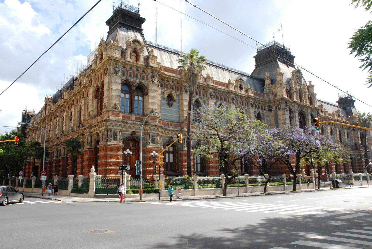 Das wunderschöne Gebäude der Wasserversorgung von Buenos Aires