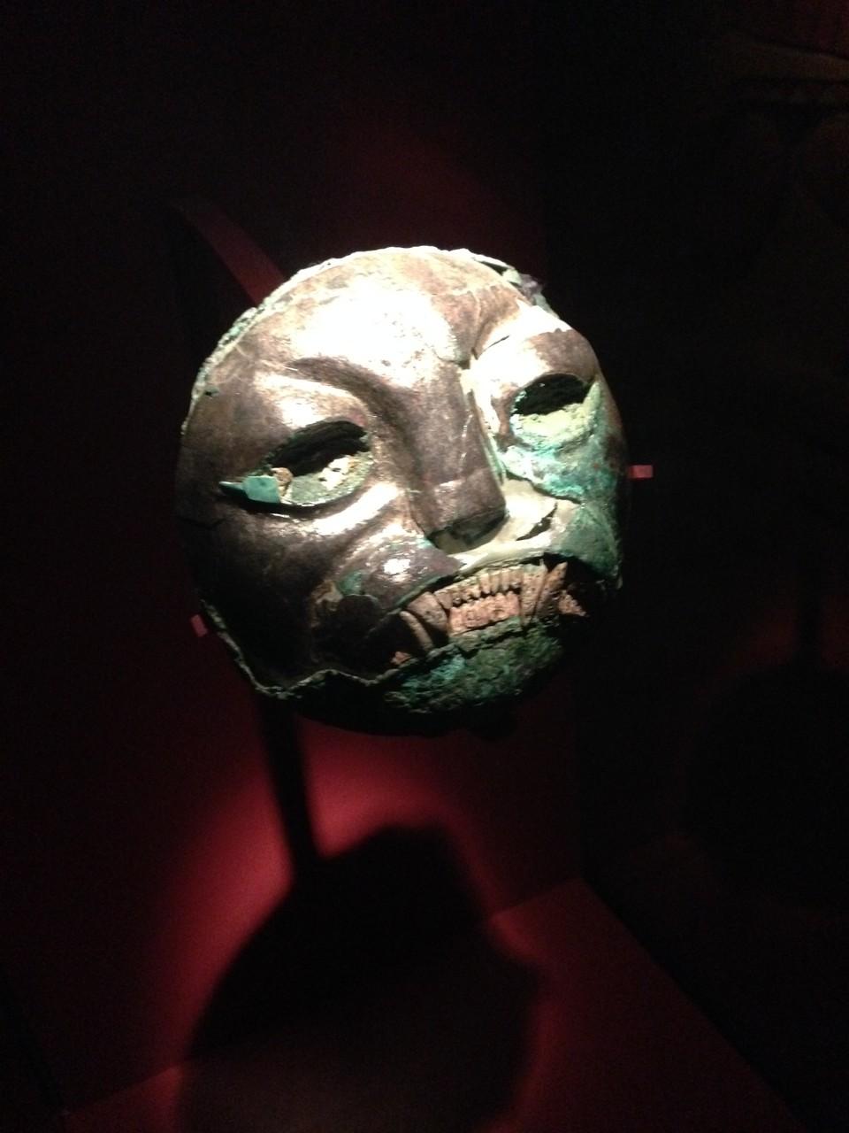 Totenmaske aus Kupfer