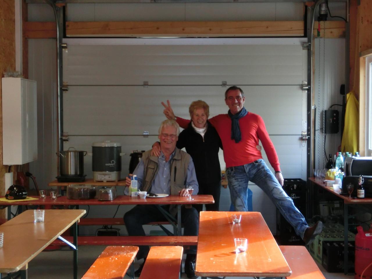 Mama mit Gschbusi Eugen und Buale Alf