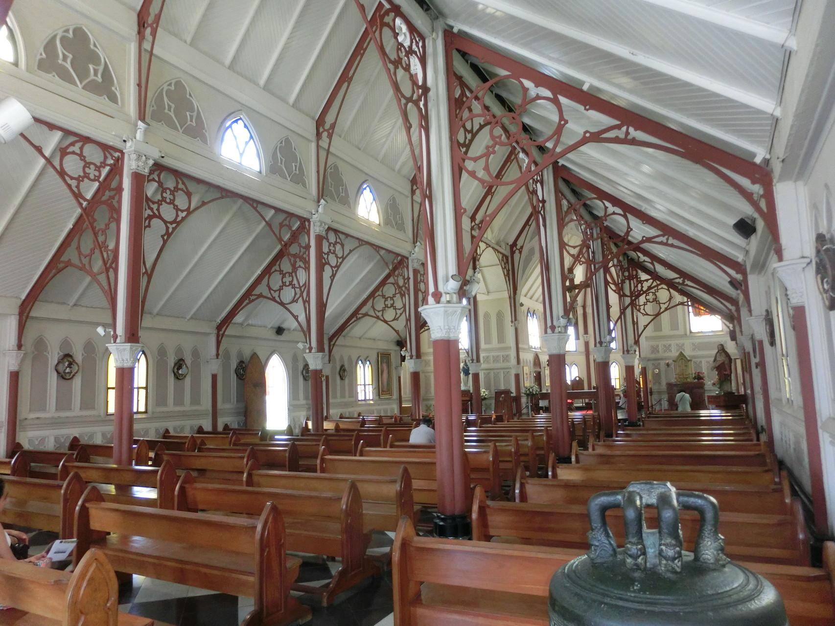 Die Stahlkirche innen