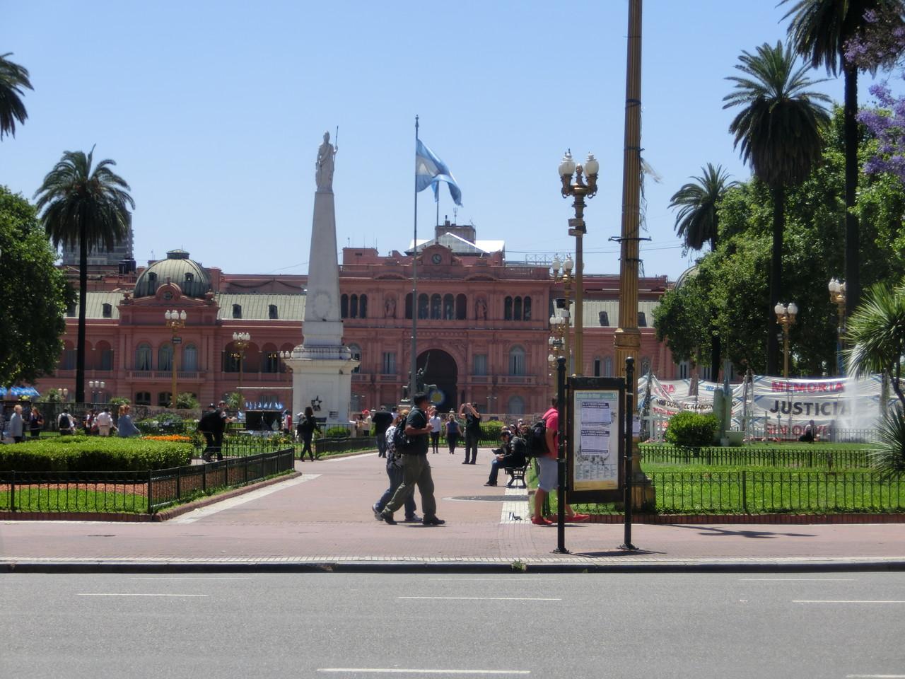 Die Plaza de Mayo mit Blick auf den Präsidentenpalast