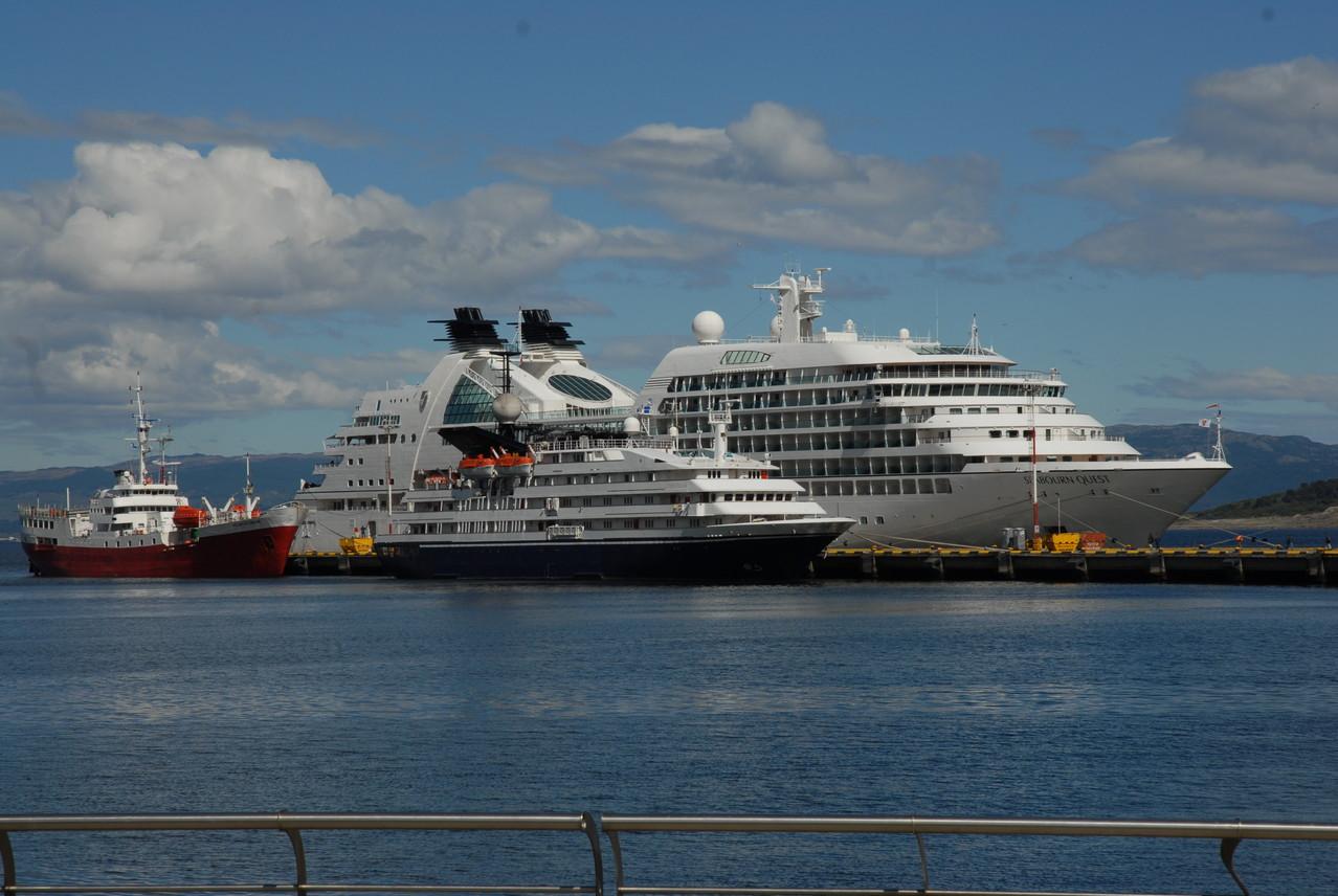 Das können wir dann mit 70 machen ... Kreuzfahrtschiff im Hafen von Ushuaia