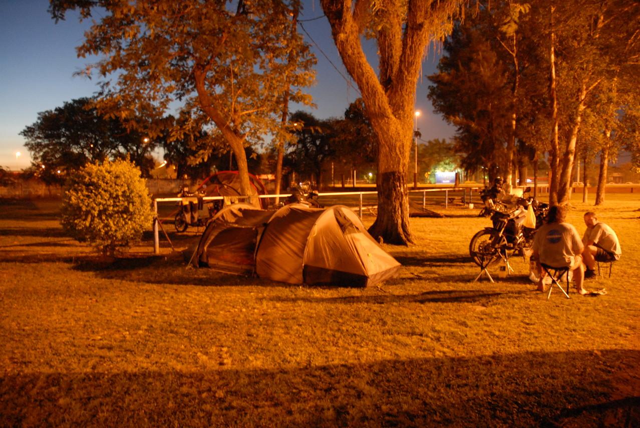 Unser Nachtlager am Compingplatz in Formosa in einem besonderen Licht