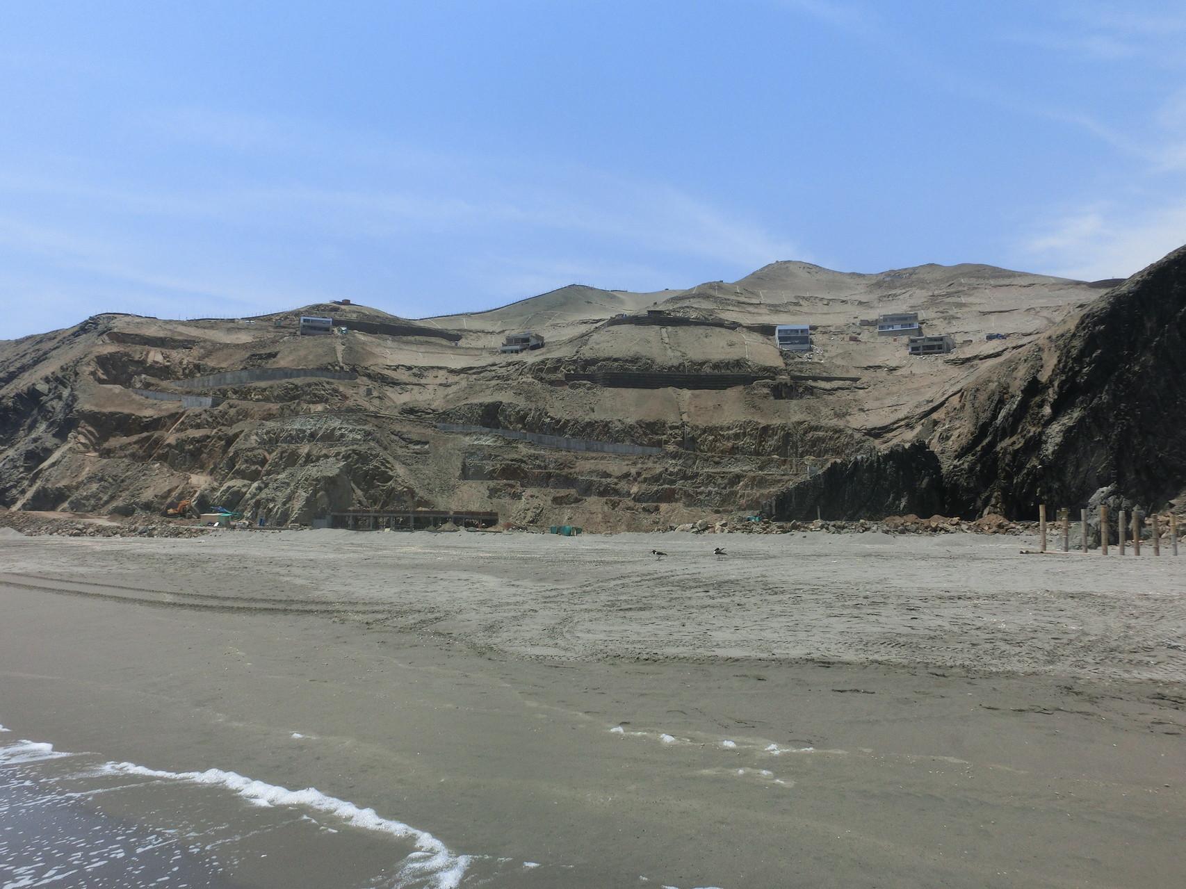 Die Felsen am Ende der Bucht